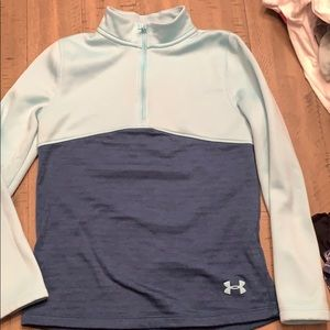 Girls Under Armour pull over Size YM